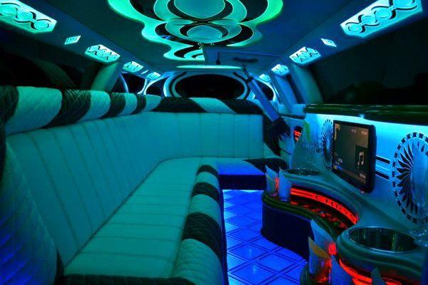 Лимузин Chrysler 300C ваниль