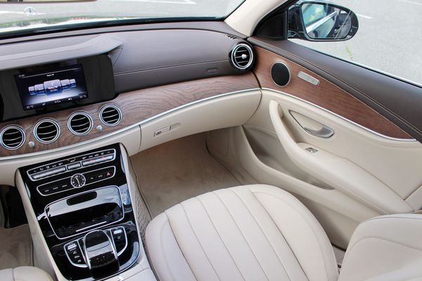 Mercedes W213 E 220